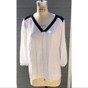4/$20 Elle white and black blouse